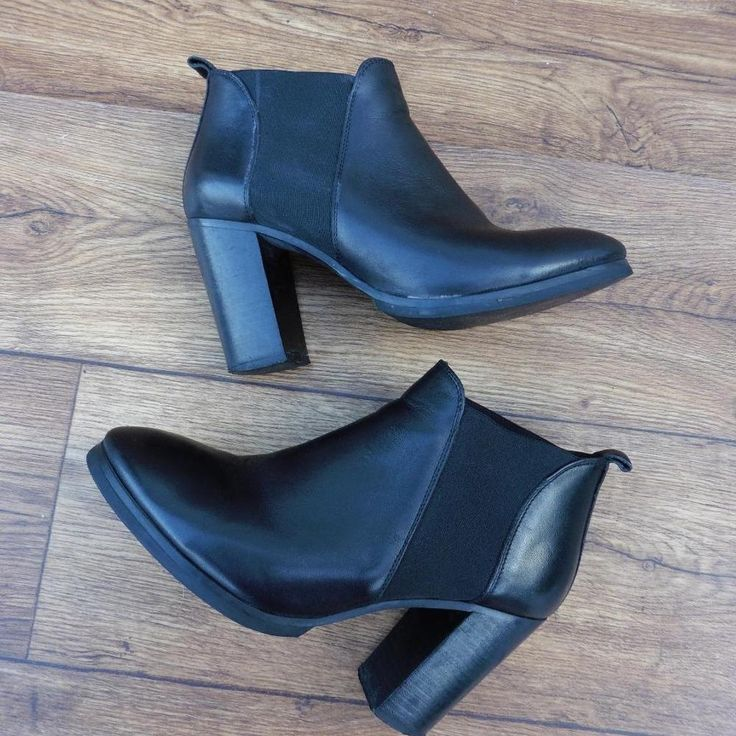 SIZE UK 5 COS BLACK LEATHER HEELED CHELSEA BOOTS ELASTICATED PANEL PULL ON BOOTS