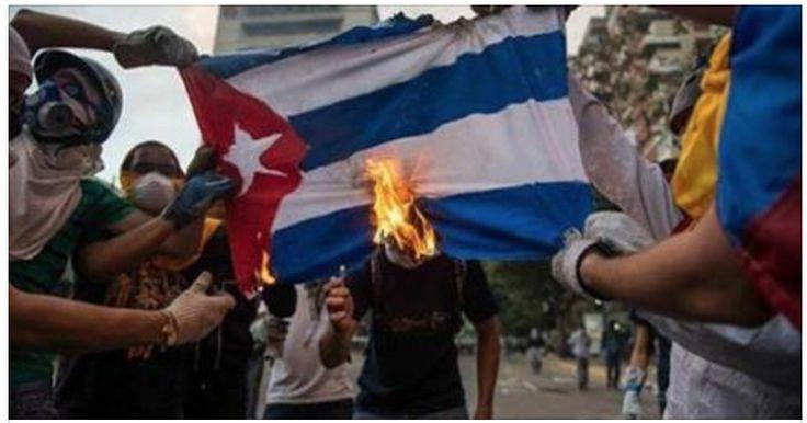 Venezolanos queman la bandera de Cuba durante protesta