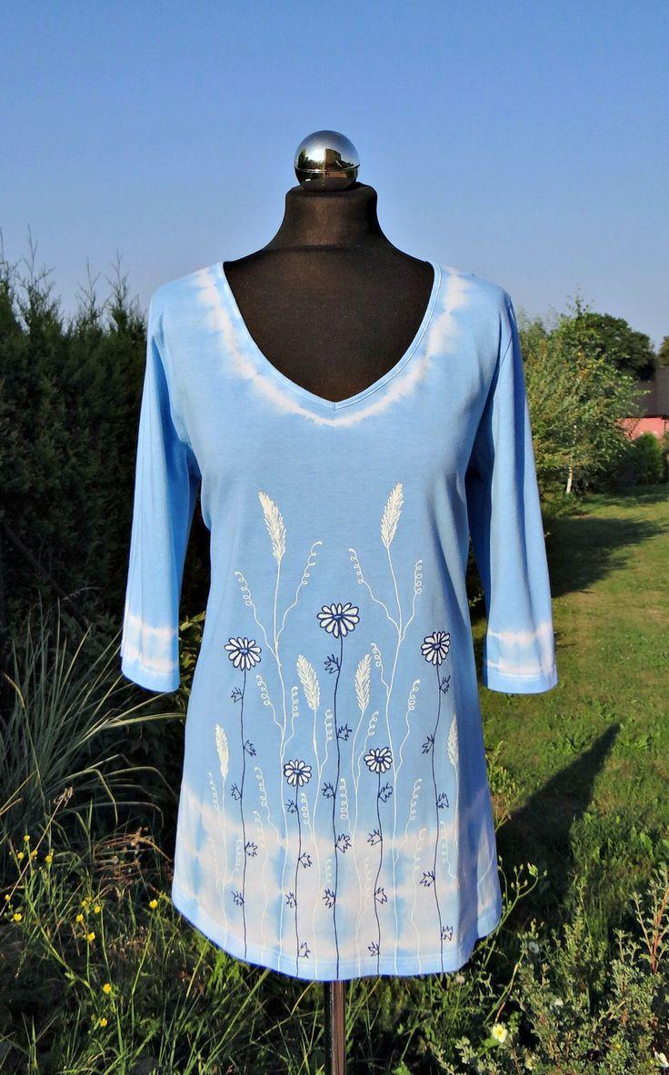 """Batikovaná+tunika+Batikovaná+tunika+ve+světle+modré+barvě+ze+100+%+bavlny...+Malovaná+bílou+a+tmavě+modrou+konturou+Střih+do+""""A""""+Krásně+se+hodí+k+letním+kalhotům,+sukni,+leginám+či+třičtvrťákům...+Vystavená+velikost+-+prsa+2+x+53+cm,+délke+74+cm+K+dostání+ve+velikostech+38-54+míry+pošlu+vnitřní+poštou"""