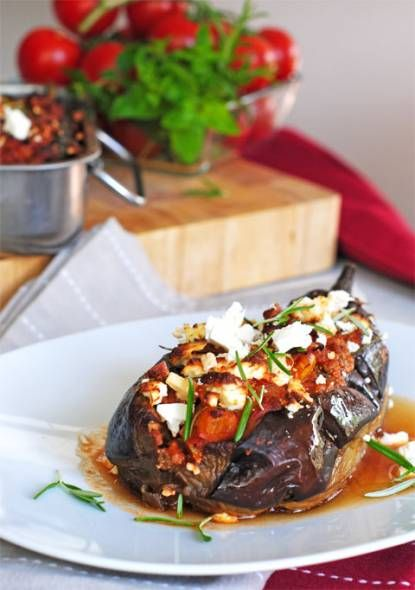 Gevulde Aubergine recept | Smulweb.nl minus the feta it's paleo.