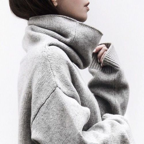 Oversize grey knit jumper for cozy winter