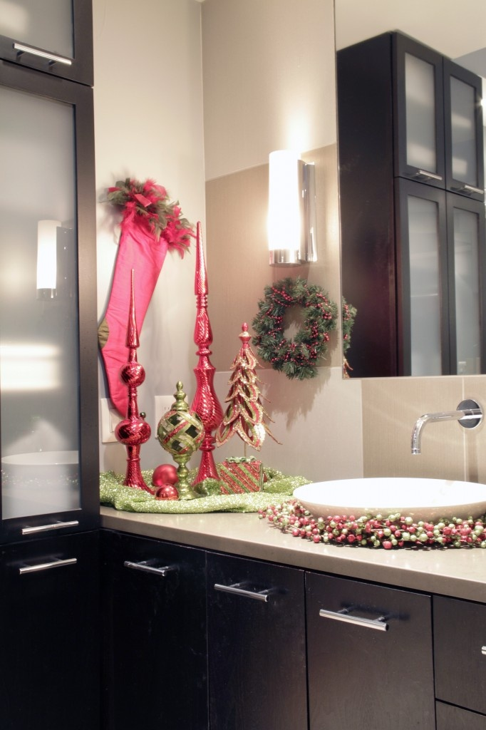 17 best images about christmas powder room on pinterest for Decor 17