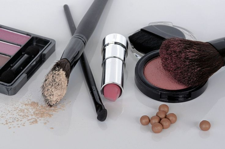 Szeroka gama kosmetyków do makijażu w atrakcyjnych cenach  Szczegóły na stronie www.wyprzedaze.pl