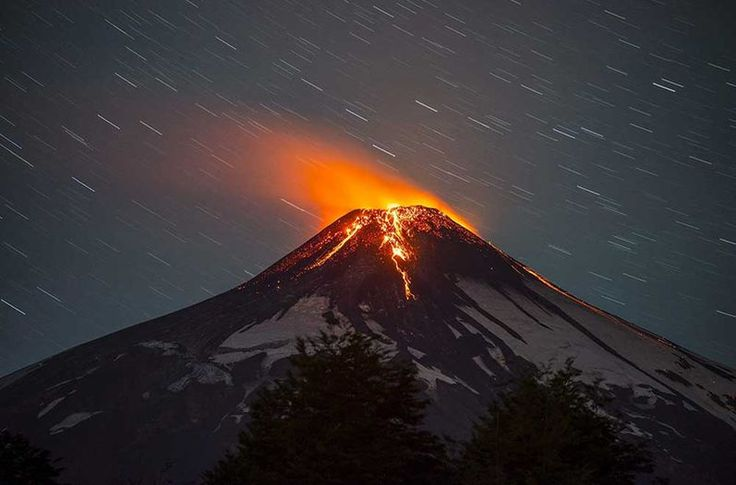 Volcán Villarrica en Chile entra en erupción