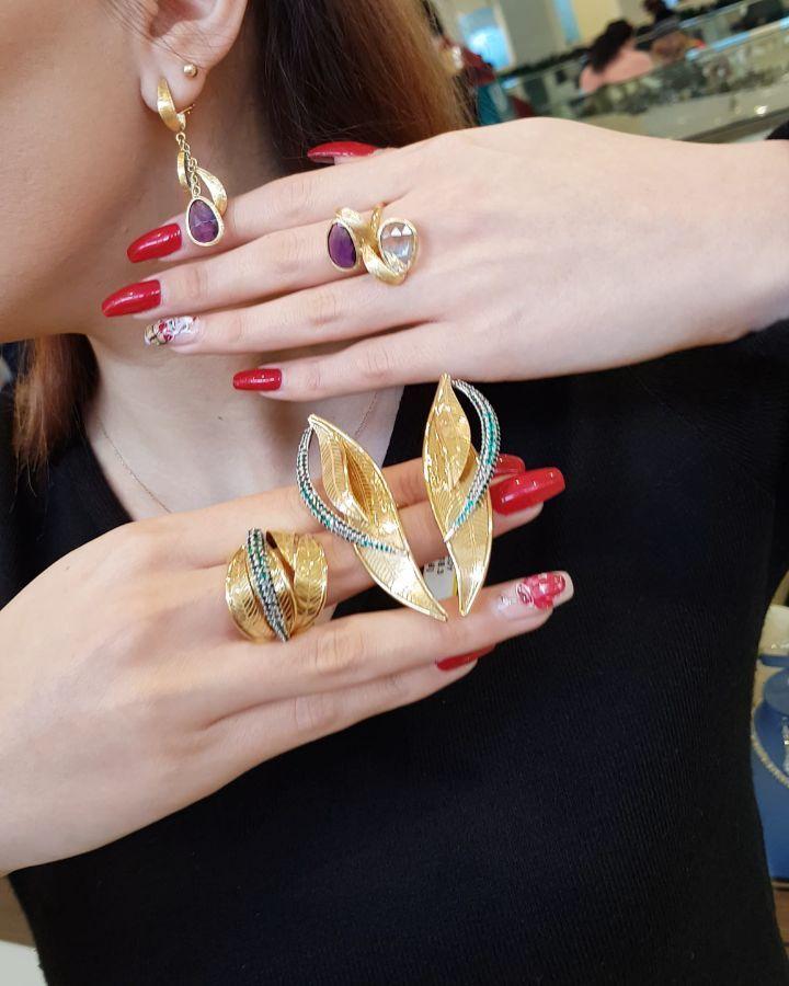 724 Likes 44 Comments Moskva Univermagi 2 Ci Mertebe Sansi Jewellery On Instagram 750 Proba Dəstlər Gəldi Kim Hansini Istəyir Ear Cuff Earrings Cuff