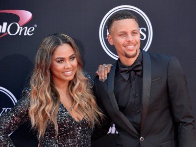 The best and worst dressed athletes and celebrities at the 2017 ESPYs - On Wednesday night, the Staples Center hostedthe 25th annual ESPY awards, celebrating the world of sports.  Athletes and actors alike were dressed to the nines, for the red carpet. While some opted for tuxesadhering to a black tie dress code, others threwcaution to the wind and broughttheir boldest evening looks out of the closet.  As the night went on to honor the best teams, plays, and athletes of the sporting…
