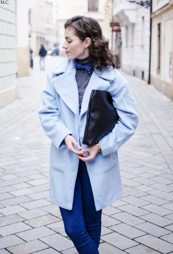 Cotton bow tie, turtle neck, coat and purse. Simple and chic. More by this vegan blogger Ivet : http://www.donnaiveh.com/?s=bow+tie