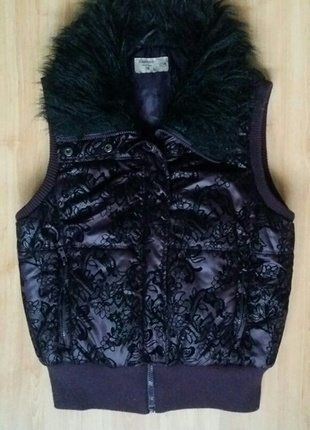 Kup mój przedmiot na #vintedpl http://www.vinted.pl/damska-odziez/inne-ubrania/16571583-kamizelka-reserved-koronka-pikowana-futrzany-kolnierz-futerko-sm