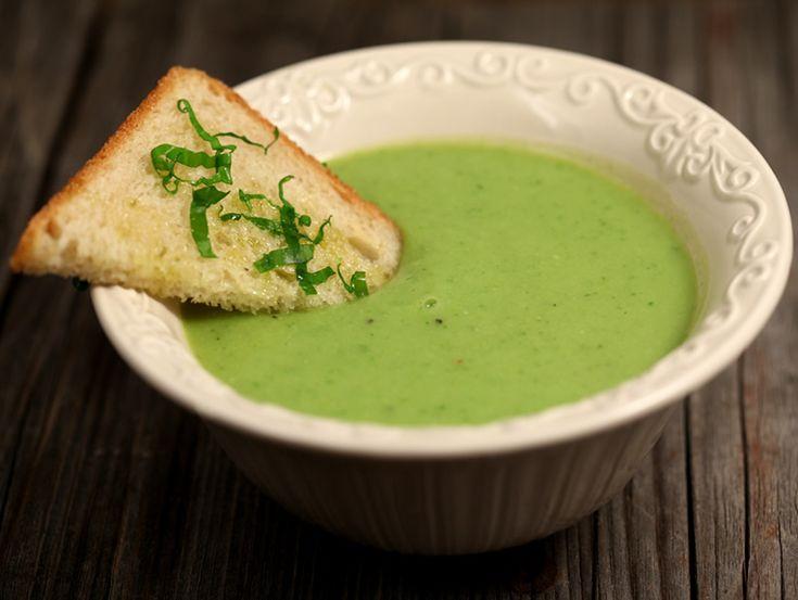 Supa crema de dovlecei si mazare cu leurda.