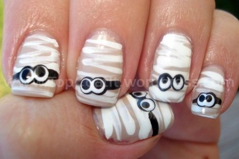 Nail Art - Mummies...fun for halloween. - Click image to find more Holidays & Events Pinterest pins