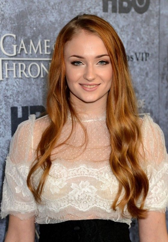 Sophie Turner Game of Thrones | Sophie-Turner---Game-of-Thrones-Season-3-Premiere--03-560x809