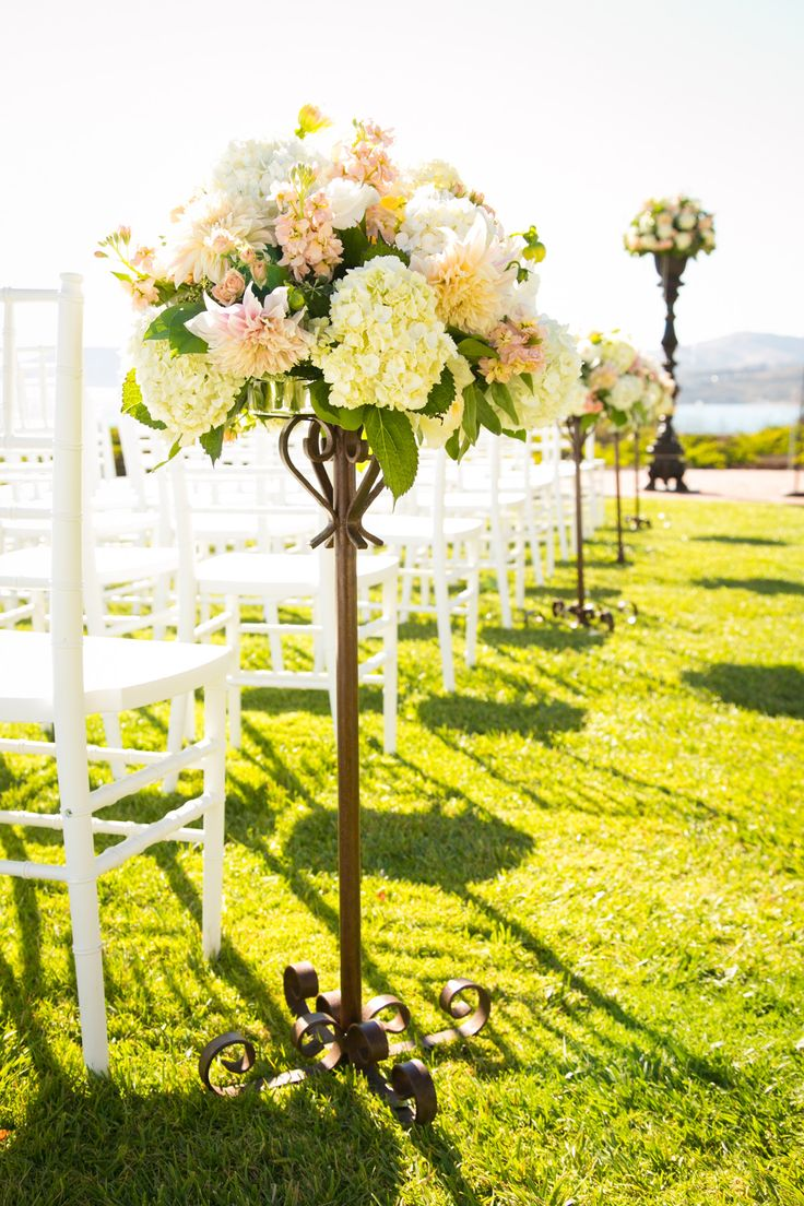 25 swoon worthy spring amp summer wedding bouquets tulle amp chantilly - Hydrangea Rose And Dahlia Aisle Decoration