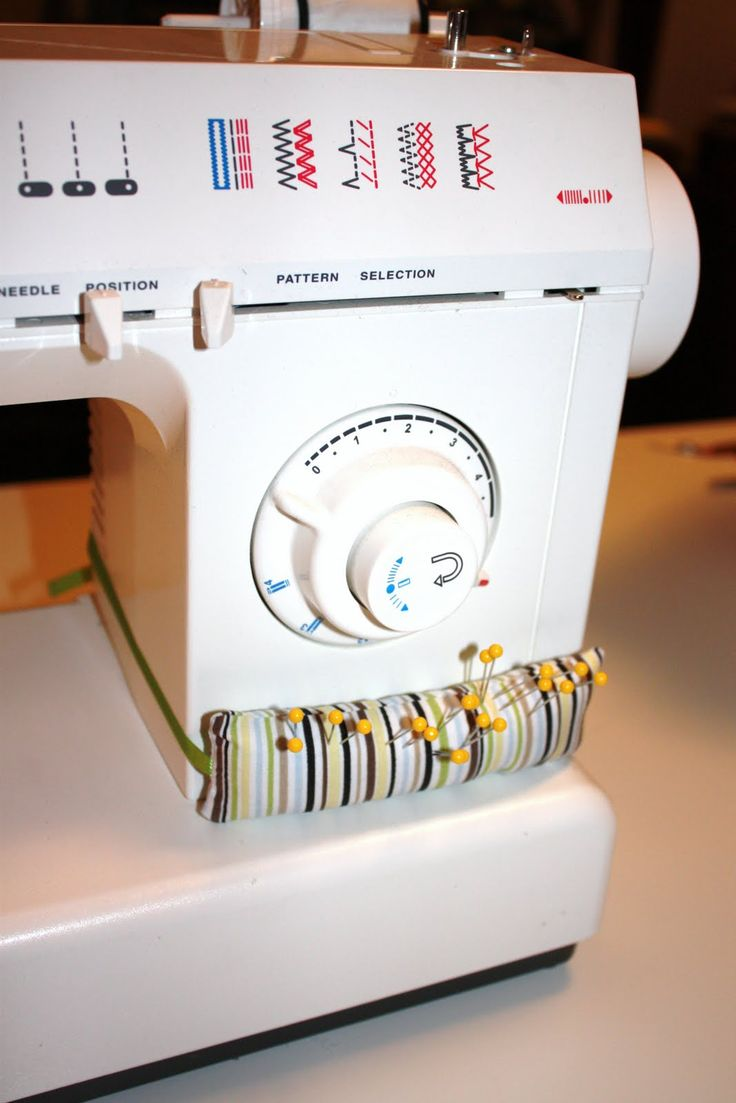 easy pin cushion attached to your sewing machine - awesome idea!