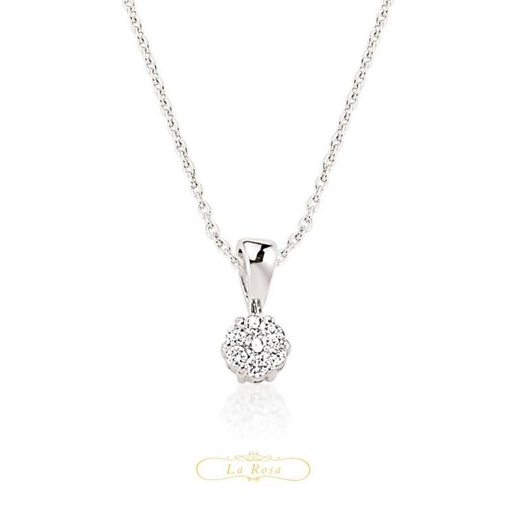 Pandantivul LRY255 este delicat si fin, frumusetea sa fiind accentuata de diamantele dispuse in forma de floare. Pretul pandantivului LRY255 din aur 18K si diamante este 1814 lei.   http://www.bijuteriilarosa.ro/bijuterii-cu-diamant/pandantive/pandantiv-lry255