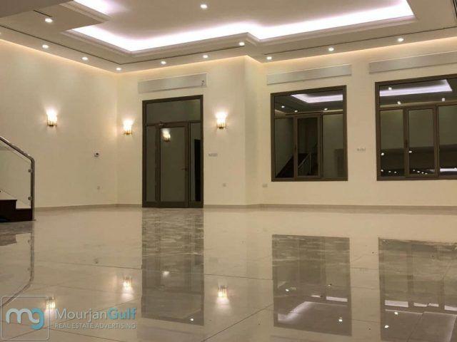 للإيجار دوبلكس جديد فخم في السرة أرضي وأول 5 غرف ماستر صالتين جناح خدم جناح سائق غرفة غسيل مدخل Framed Bathroom Mirror Bathroom Mirror Lighted Bathroom Mirror