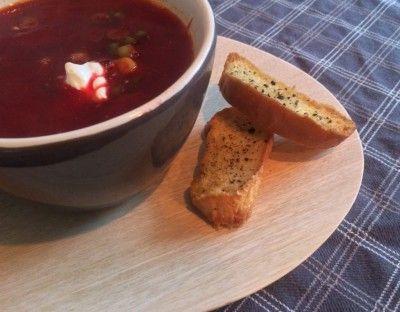 Tomaten - Bieten Soep met Komijn is een lekker recept, Heerlijke kruidige bietensoep, de komijn is een heerlijke variatie op de standaard bieten soep.