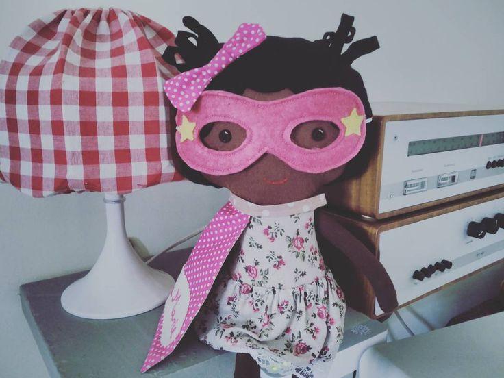 Musik is the key. Superhero play sets in my shop; click link in bio>>> #lalobadolls #lalobastudio #etsy #dawanda #differencemakesus #etsysuccess #becauseofthemwecan #blackhistorymonth #bhm #africanamerican #mixedkids #blackkids #dreamfearlessly #dollsanddaydreams #happyblackhistorymonth #superhero #empower #naturalhair #bff #handmade #superpower #kinkyhair #kidsfashion #singer #coolmom #softtoys #toysofinstagram #sewingismyyoga #blackgirlsrock
