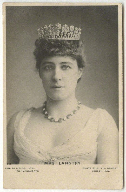 Edward, Prince of Wales's first 'official mistress', Lillie Langtree, their affair lasted from 1877 to 1880. The tiara features many diamond pinnacles, alternately topped with flower heads and honeysuckle on a band of diamonds.