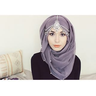 And finally, you'll need to know how to combine your hijab with a gorgeous headpiece for special occasions.   16 Absolutely Gorgeous Ways To Tie Your Hijab