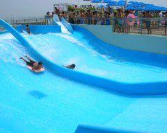 神奈川県で人気の大磯ロングビーチのプールが今年もオープン 大磯ロングビーチといえば相模湾を眺めながら滑ることができるウォータースライダーが人気なんですよね 今年のオープン予定は7月8日9月18日 水深30cmのお子さまプールや噴水やミニ滑り台で遊べるプールもあるから小さいお子さん連れでも安心ですよ 美味しいグルメも沢山あるからお昼を挟んで一日遊べるのも魅力ですね  #神奈川 #プール #夏休み #レジャー #グルメ #レジャープール tags[神奈川県]