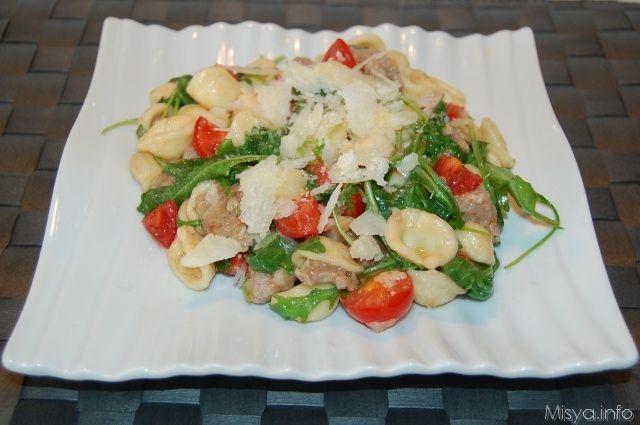 Orecchiette con salsiccia e rucola. Scopri ricetta: http://www.misya.info/2011/03/31/orecchiette-con-salsiccia-e-rucola.htm