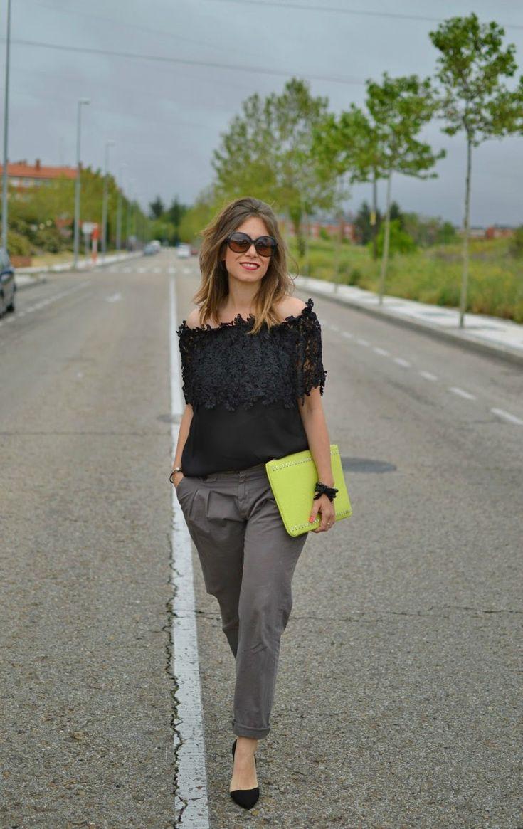 pantalon en gris & blusa en negro con detalles de encaje (el trastero de Cris: Looks Mayo)