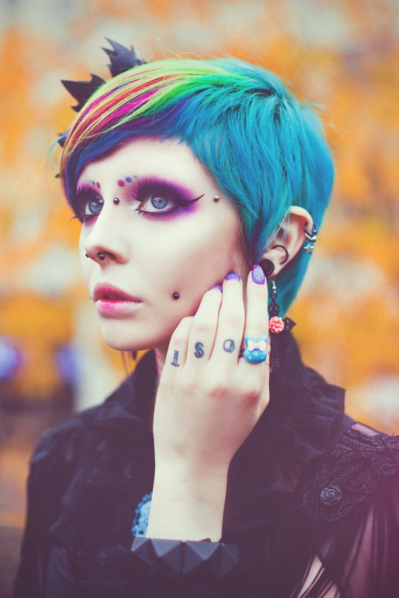 Photography: Elisa von Brockdorff - elisavb.com Model: Iska Ithil the modern alternative Twiggy She`s like a paradise bird..