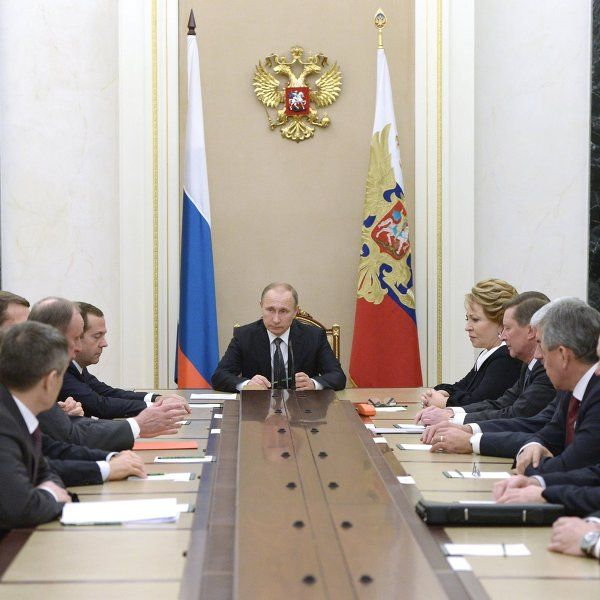 На совещании с членами Совета безопасности России президент РФ Владимир Путин обсудил другие экономические вопросы.