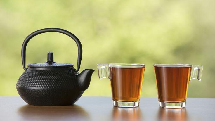 Pu-Erh-Tee: Roter Tee gegen Kater und Völlegefühl