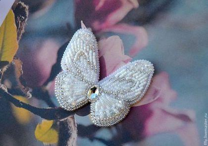 """Брошь-бабочка """"Бэлль"""" - белый,брошь,брошка,брошь из бисера,бабочка-брошь"""
