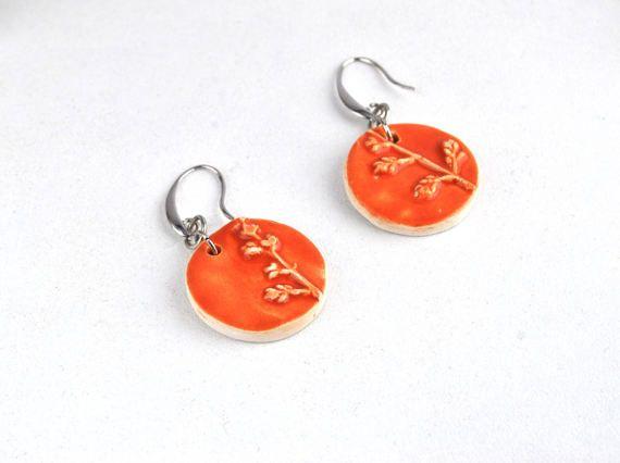 Rustic floral earrings statemen boho earrings di Arualceramics