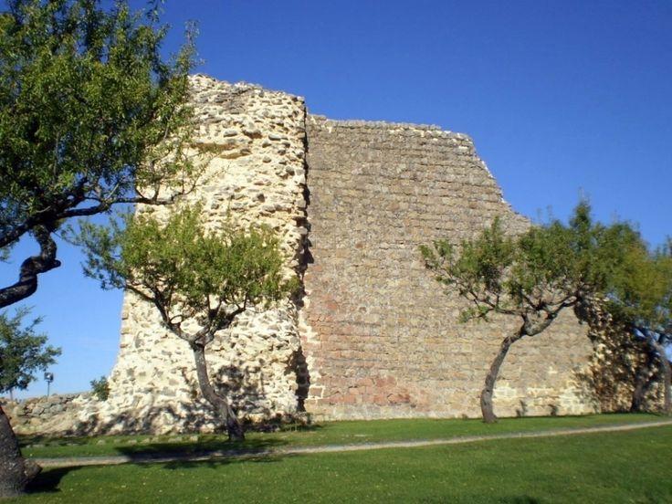 Ruinas del Castillo de Mirando do Douro. Fue destruido en la Guerra de los 7 años por las tropas de Carlos III.