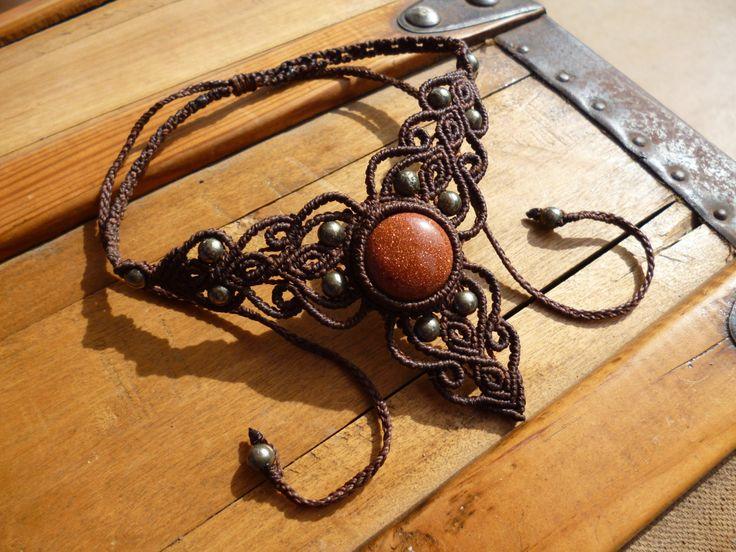 Collier macrame marron avec pierre semi precieuse en aventurine et pyrite. de la boutique BelisaMag sur Etsy
