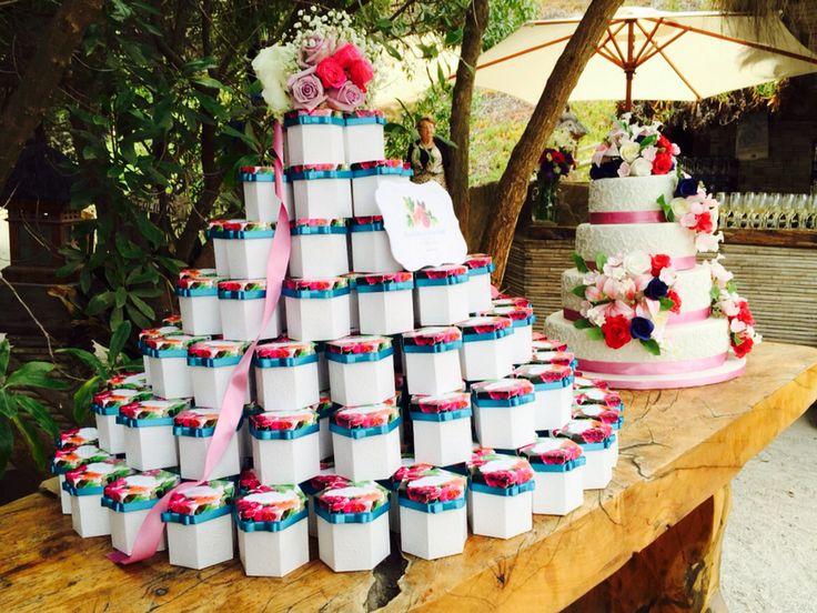 Torta de cajas para recuerdos, matrimonio Claudia y Juan José, Club el Tebo - www.lobly.cl