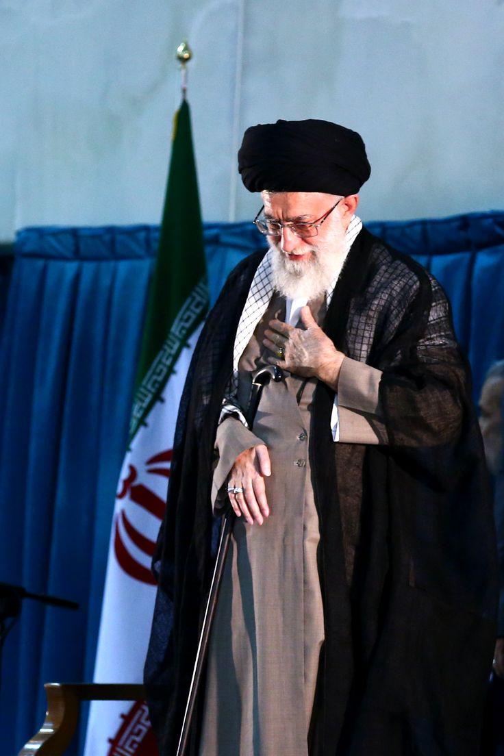 الإمام الخامنئي في الحرم الامام خمیني
