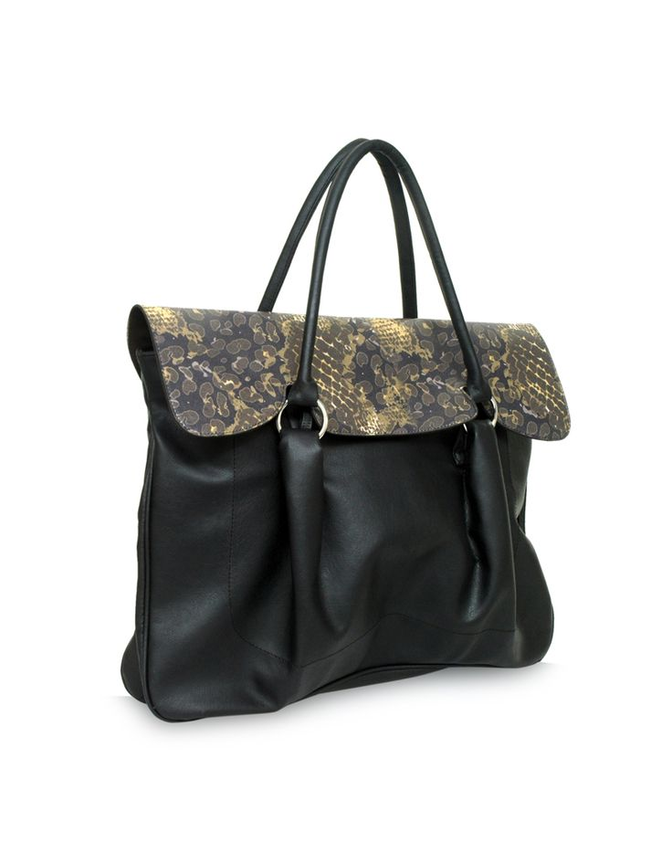 Smoothy Lisa Black - A versatile black bag by Baggit