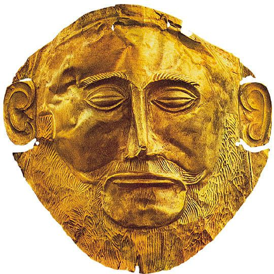 Maschera di Agamennone, ca 1600-1500 a. C. Lamina d'oro lavorata a sbalzo. Dalle tombe reali di Micene; Museo Archeologico Nazionale di Atene.