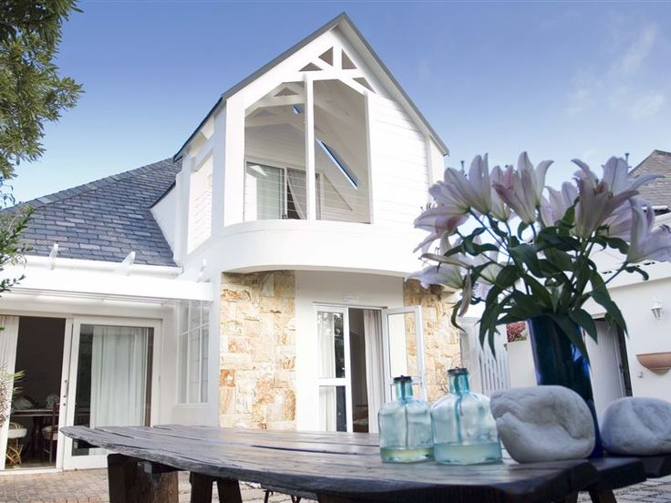 Die Blou Deur - Welcome to Die Blou Deur, a quaint 1940's well-loved Cape townhouse and heritage site, well-preserved and refurbished with a warm, romantic but rejuvenated atmosphere.Experience a holiday beyond the ... #weekendgetaways #hermanus #southafrica