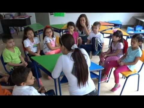 APRENDIENDO DE ABEJAS CON LOS NIÑOS THE NEW SCHOOL MEDELLIN