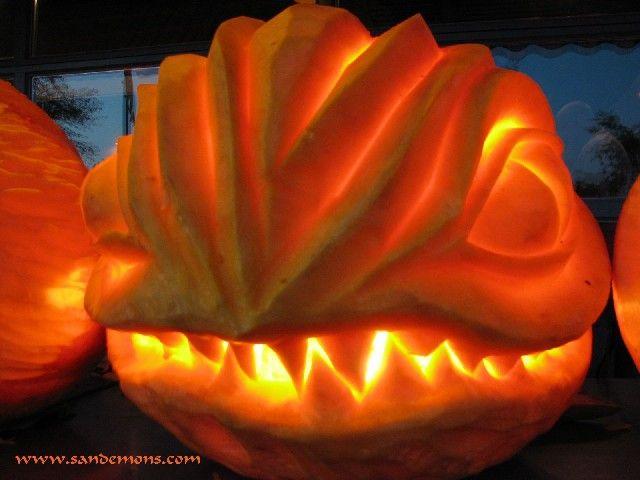 lizard man funny halloweenholidays - Funny Halloween Pumpkin Carvings