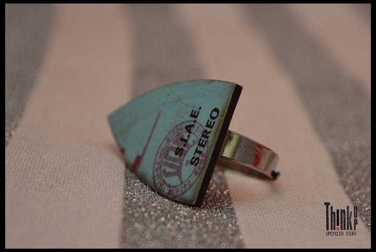 anello realizzato con veri dischi di vinile base regolabile