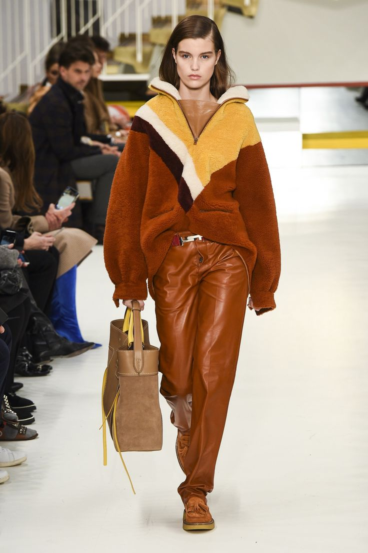 The complete Tod's Fall 2018 Ready-to-Wear fashion show now on Vogue Runway.