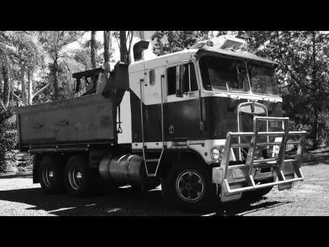 Mauries Excavations - Machines - YouTube