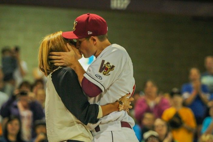 I love this picture! I can feel the love-Dear Lord, please bless me with marrying a baseball player.