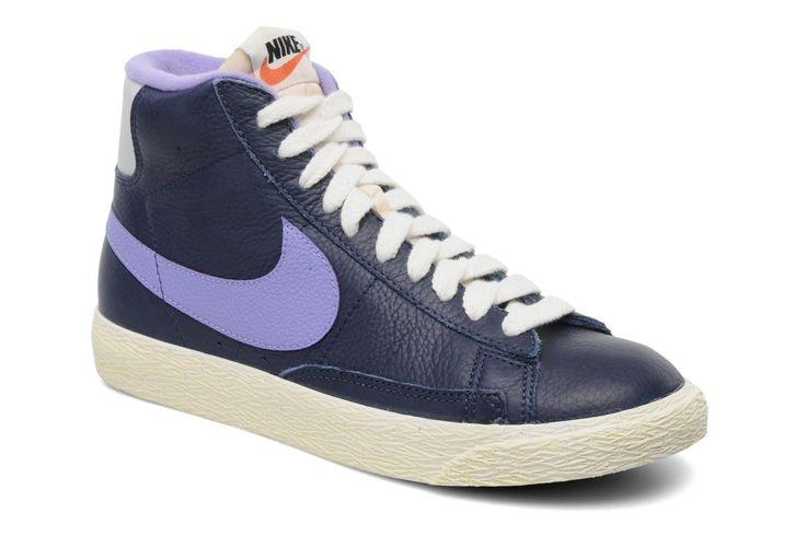¡Cómpralo ya!. Wmns Blazer Mid Lthr Vintage by Nike. ¡Envío GRATIS en 48hr! Deportivas Nike (Mujer), disponible en 38 , americana, americana, blazer, levita, levita, americanas, americanabásica, blezer, blazerdepunto, frock-coat. Americana  de mujer color azul marino de Nike.