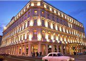 Amplio hotel de 246 habitaciones, su localización no puede ser mejor: a un paso del Paseo de Martí y de El Capitolio, cuya enorme cúpula se contempla desde la p