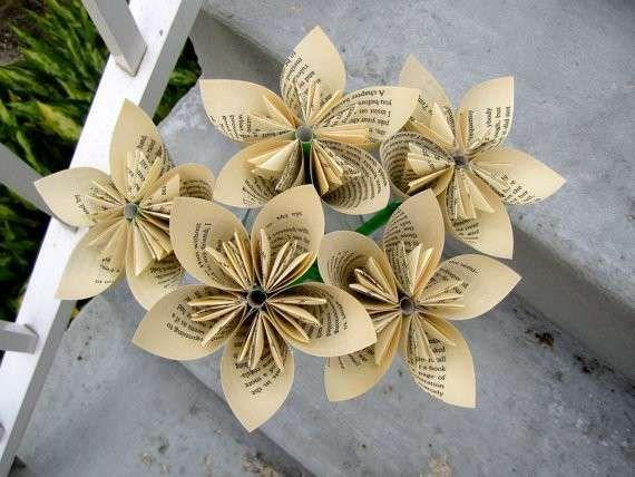 Festa della mamma: lavoretti di carta - Fiori di carta di giornale
