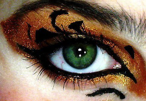 Halloween makeup eye shadow with a tiger theme. I would totally add this to a sexy cat costume.