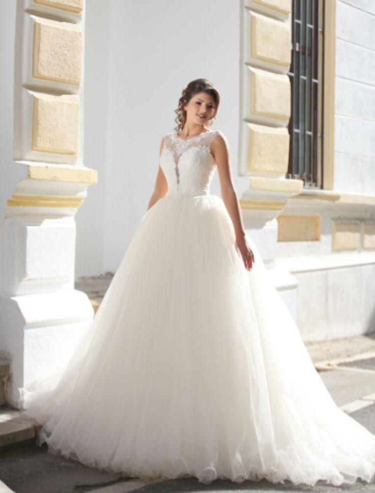 Rochie de mireasa stil printesa.