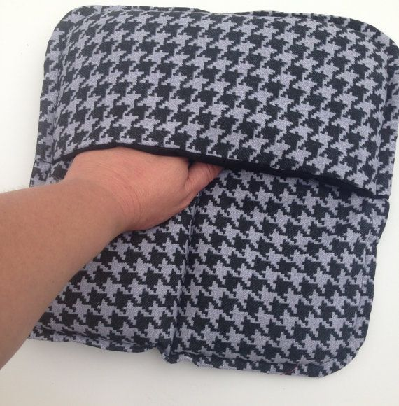This flax seed heat pad is perfect for cold tootsies and for tired, aching feet. It is a microwaveable heat pack or a reusable ice pack, as it